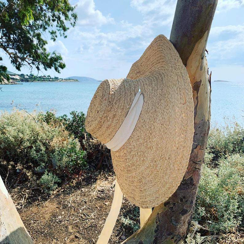 Large raffia hat with ties